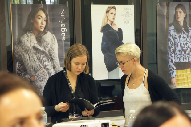 Two participants in Fur Summer School 2016 discus fur design. During the 10-programme the participants get to know all parts of the fur sector's value chain.